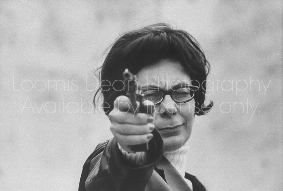 Italian author Gabriella Parca, at target range.