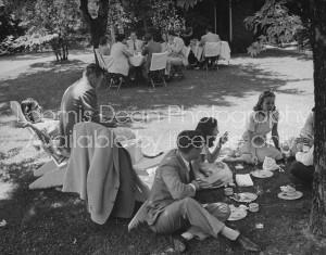 Debutantes attending Sally Wyman's breakfast lawn party.