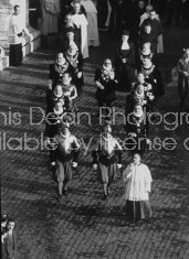 Swiss and noble guards leading procession of delegates at 2nd Vatican Council in Rome.