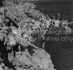 SWIMMING U.S. SOLDIERS WWII PACIFIC